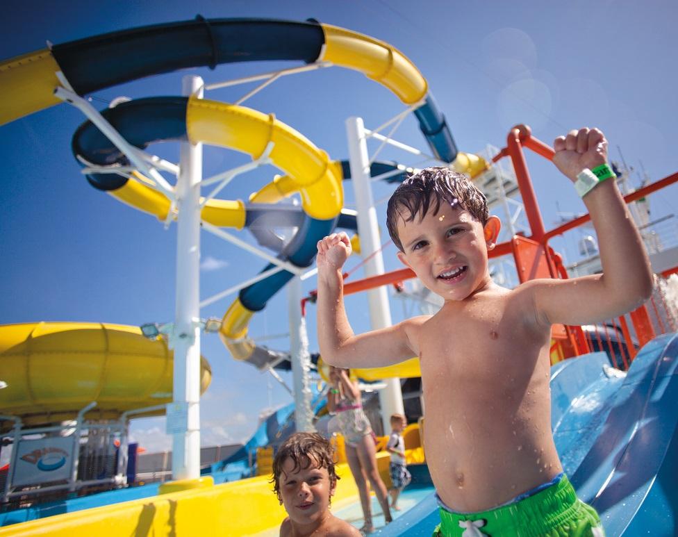 Muchas razones para que las familias viajen en barcos de Carnival